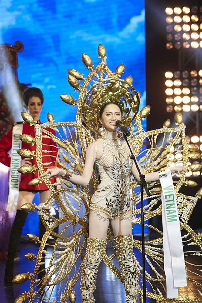 Toát mồ hôi Quốc phục khổng lồ của người đẹp Việt đi thi quốc tế-11