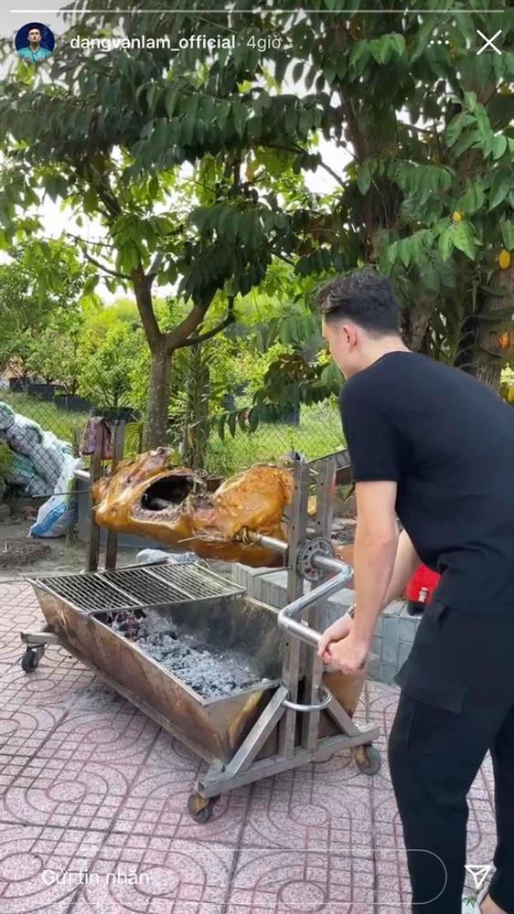 Đặng Văn Lâm về Việt Nam, gia đình bạn gái mổ bò đãi tiệc siêu to-4