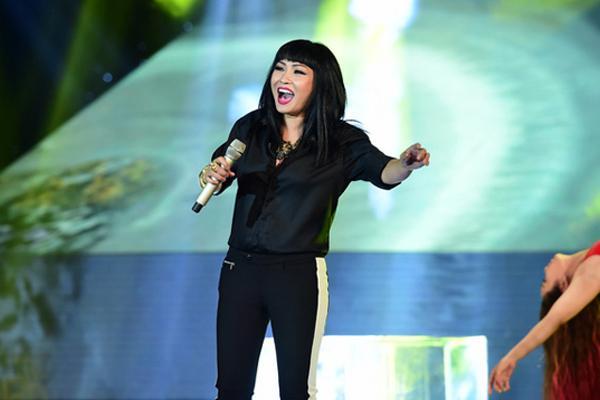 Phương Thanh để mic dưới bụng hát vang hội trường, fans tên réo Chi Pu-1
