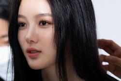 Kim Yoo Jung lên hot search vì quá đẹp trong ảnh chụp vội