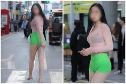 Gái xinh bị chỉ trích vì mặc áo 'tàng hình' lộ nội y xuống phố