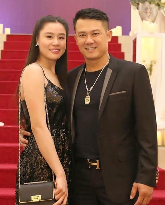 Vợ hai Vân Quang Long làm rõ tin đồn gái bia ôm, con giáp 13-1