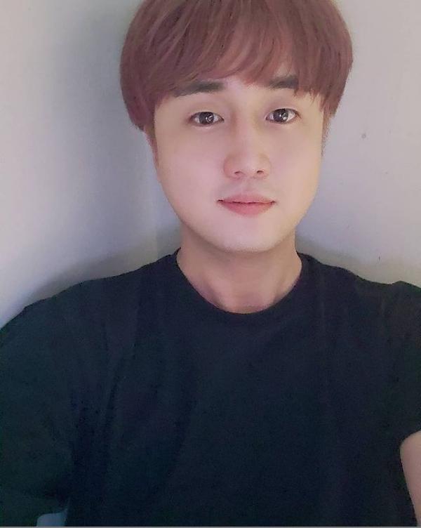 Jin BTS làm lố, bị anh trai ruột lên mạng bóc phốt-6