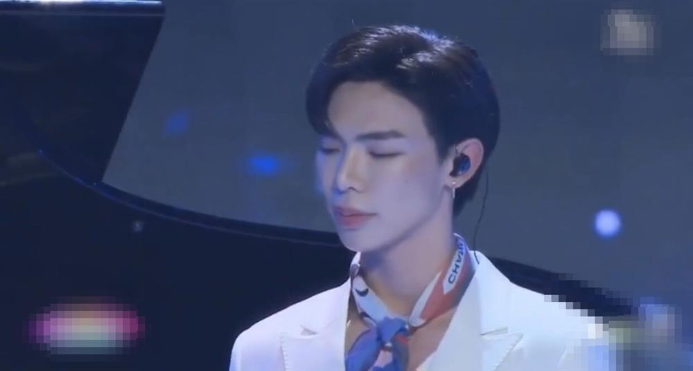 Giật nảy gương mặt make-up của Hoàng Thùy Linh, Erik-10
