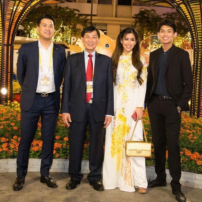 Bố chồng tỷ phú của Tăng Thanh Hà phong độ tuổi 70-4
