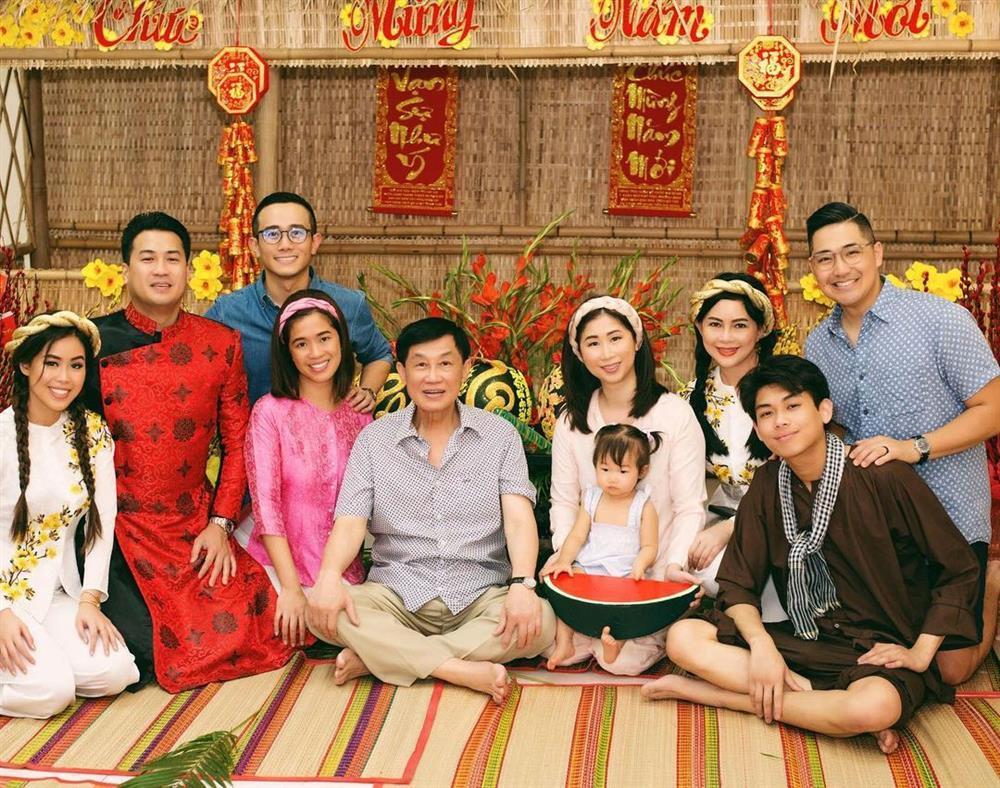 Bố chồng tỷ phú của Tăng Thanh Hà phong độ tuổi 70-3