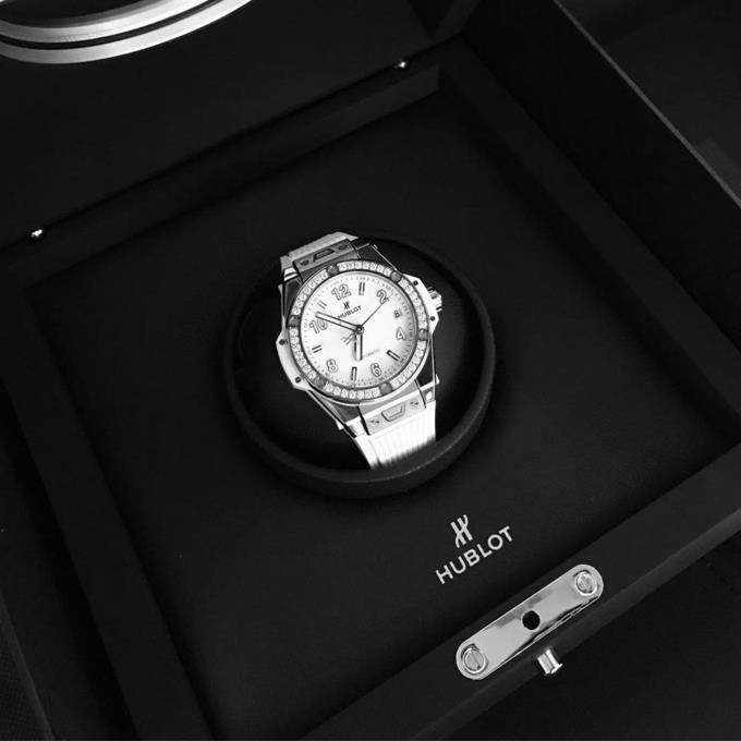 Ngắm bộ sưu tập đồng hồ 13 tỷ của Ngọc Trinh trước khi bị trộm xơi-6