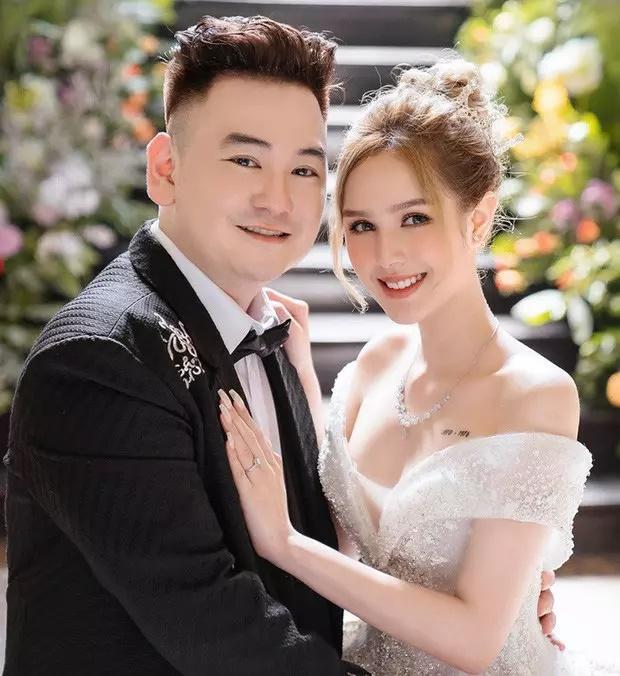 Cô dâu diện váy 28 tỷ bị chỉ trích hỗn láo với nghệ sĩ Hồng Vân - Quốc Thuận-3