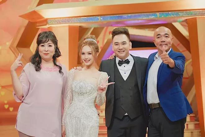 Cô dâu diện váy 28 tỷ bị chỉ trích hỗn láo với nghệ sĩ Hồng Vân - Quốc Thuận-1