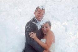 'Thượng đế cũng cười' loạt sự cố hài hước của các cặp đôi chụp ảnh cưới