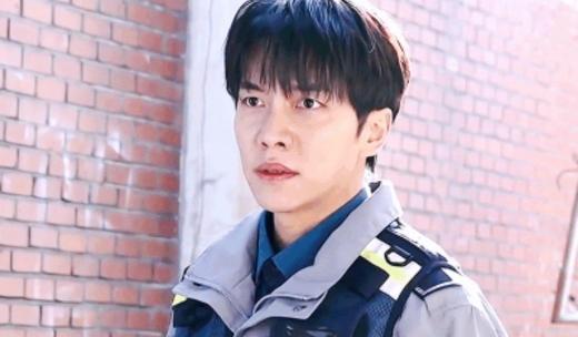 Lee Seung Gi nỗ lực tìm bí mật về cuộc phẫu thuật não trong Mouse-1