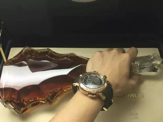 Minh Nhựa tậu đồng hồ hơn 7 tỷ tặng vợ hai-8