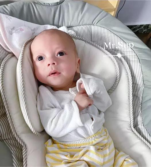 Hình ảnh mới nhất về con trai thứ 6 từng sinh non 1,1kg của Hằng Túi-1