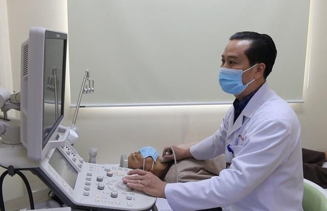 Đang khỏe mạnh bị bác sĩ yêu cầu mổ gấp, bệnh nhân tá hỏa-1