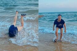 Duy Khánh ngã chổng vó trên bãi biển, mặt mũi thê thảm