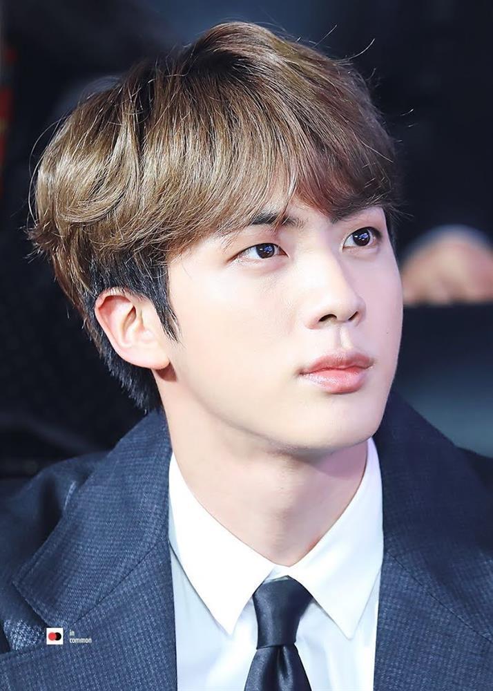 Cá tháng Tư, Jin BTS lên hot trend với loạt ảnh chưa qua chỉnh sửa-11