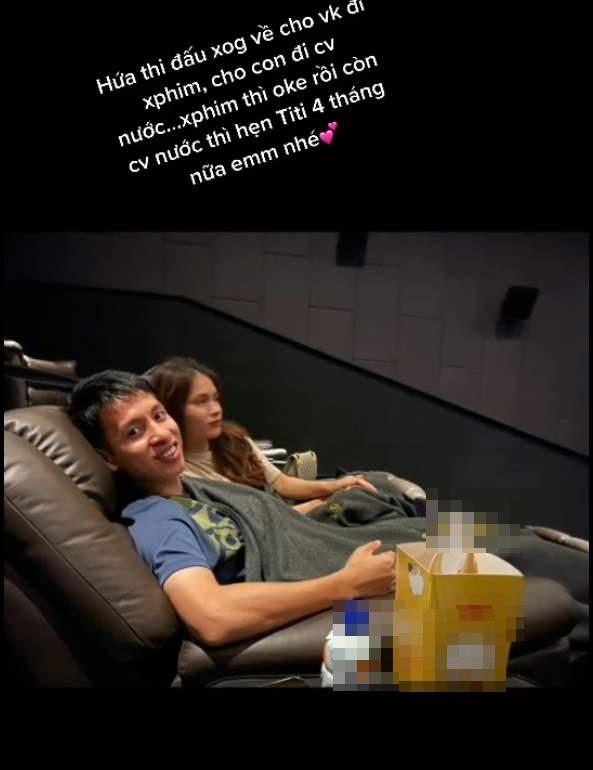 Vợ Hùng Dũng chia sẻ khoảnh khắc cùng chồng vác nạng đi xem phim-2