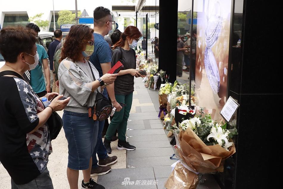 Khán giả vẫn xếp hàng dài tưởng nhớ Trương Quốc Vinh sau 18 năm-2