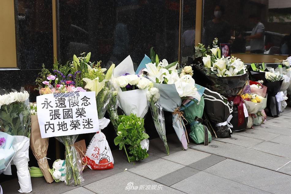Khán giả vẫn xếp hàng dài tưởng nhớ Trương Quốc Vinh sau 18 năm-3