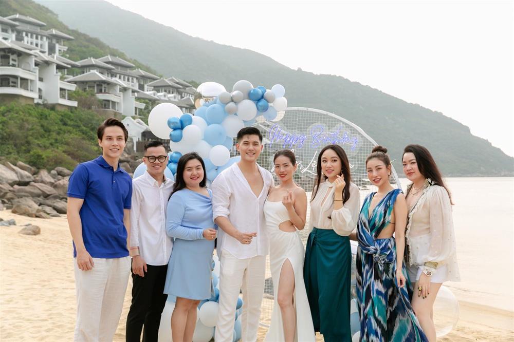 Sinh nhật Lệ Quyên trên bãi biển: Lâm Bảo Châu chiếm spotlight-3