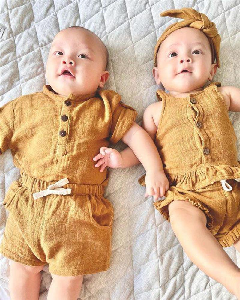 Thời trang đồng điệu xinh yêu của cặp sinh đôi Hồ Ngọc Hà - Kim Lý-1