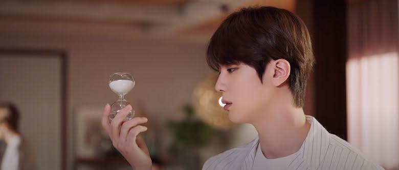 MV Nhật Film Out của BTS có gì mà fan Hàn và netizens thế giới bấn loạn?-11