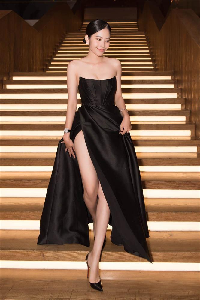 Cùng mặc váy 100 triệu, Thu Thủy xấu hơn hẳn vì bụng bé bự-3