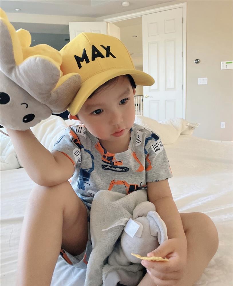 Con trai Phạm Hương được mẹ đầu tư như một fashionista nhí-1