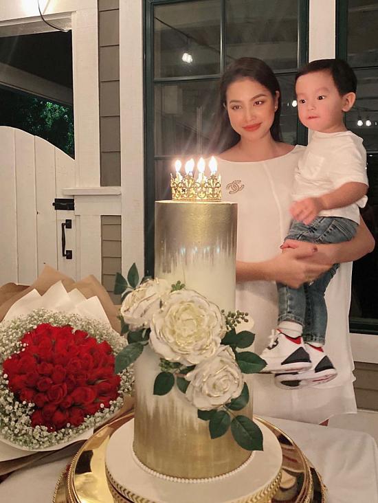 Con trai Phạm Hương được mẹ đầu tư như một fashionista nhí-2