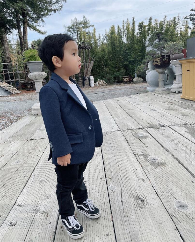 Con trai Phạm Hương được mẹ đầu tư như một fashionista nhí-4