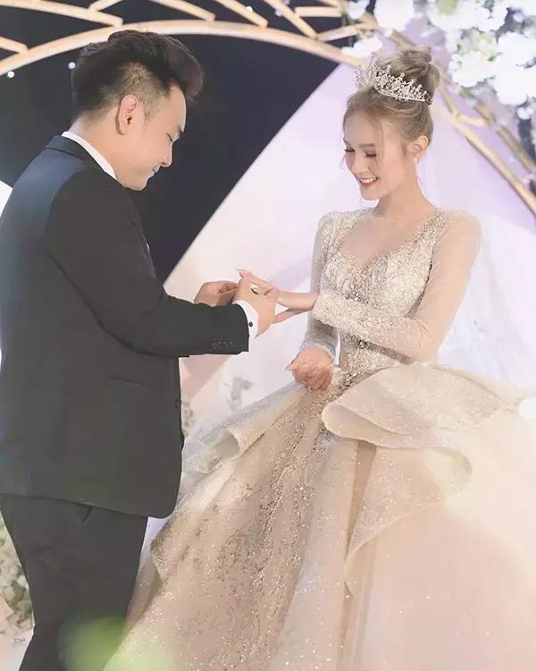 Cô dâu diện váy 28 tỷ tiết lộ về con người thật của ông xã đại gia-1