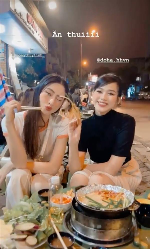 Đỗ Thị Hà - Lương Thùy Linh xả vai hoa hậu, lê la ăn vỉa hè-4