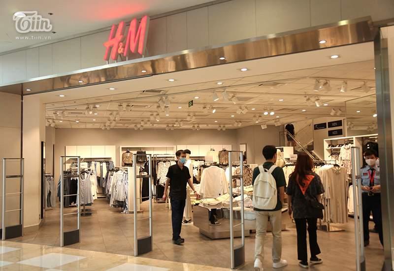 Khách hàng thưa thớt tại store H&M sau làn sóng tẩy chay-2