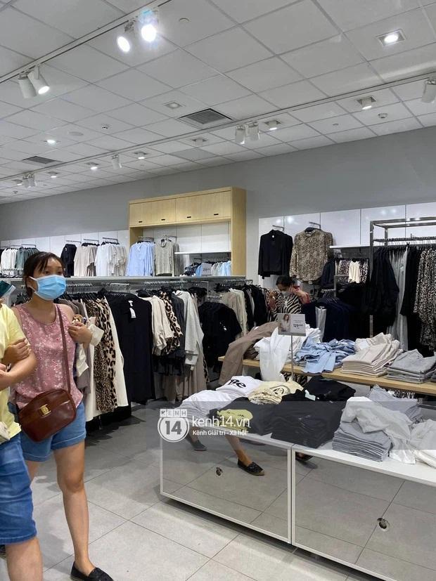 Loạt store H&M Việt Nam lúc này: Hà Nội khá vắng vẻ, TP.HCM vẫn đông đúc-5