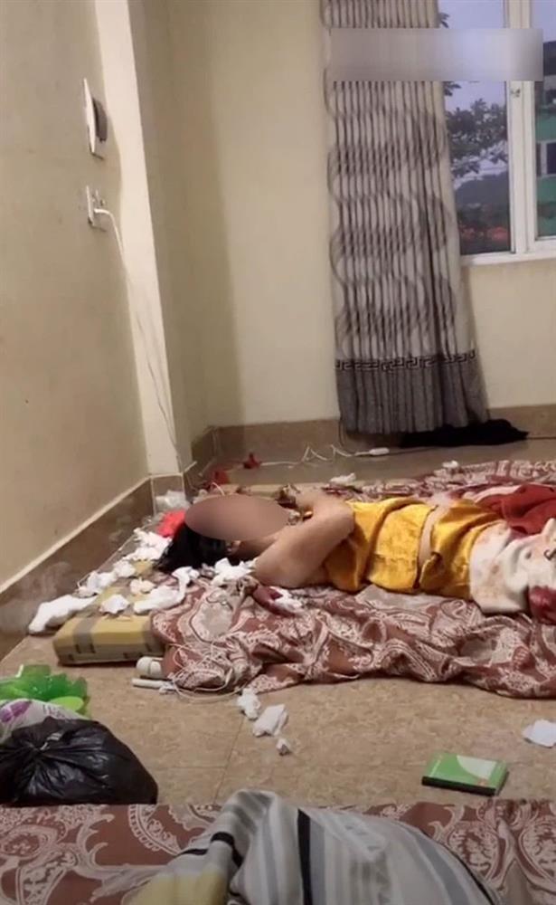Xôn xao cô gái trẻ thất tình, nằm giữa phòng liên tục dùng tay đấm ngực-2