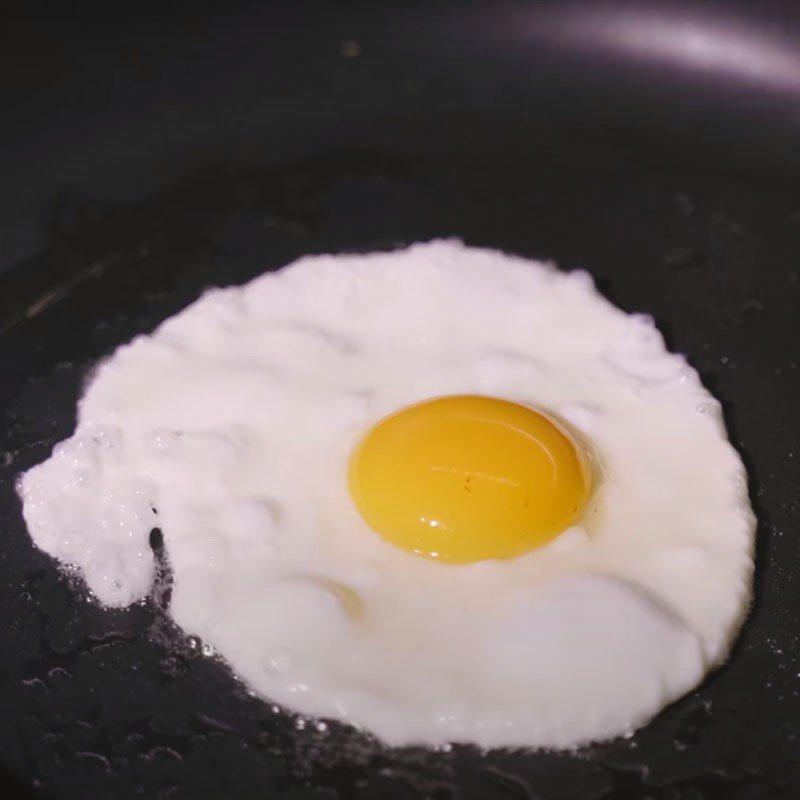 Dùng dầu nóng hay lạnh để ốp trứng, nhiều người làm sai nên trứng hay sát chảo-2