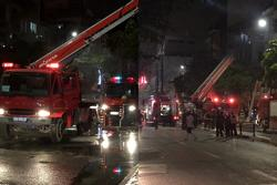 Cháy lớn tại cửa hàng bỉm, cặp vợ chồng và con nhỏ nghi mắc kẹt bên trong