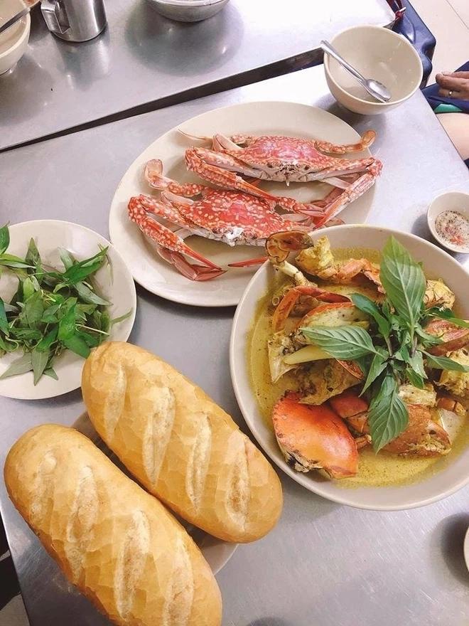 5 quán lề đường Sài Gòn đi ăn là dễ gặp người nổi tiếng như chơi-7