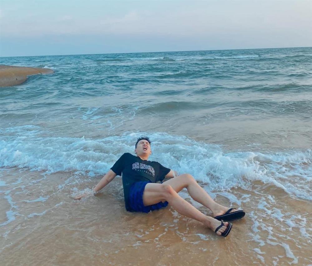 Không chỉ Hoài Linh, Duy Khánh cũng sở hữu chân nuột khó tin-2