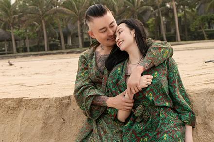 Vợ Tuấn Hưng kỷ niệm 7 năm cưới 'ngọt như mía lùi'