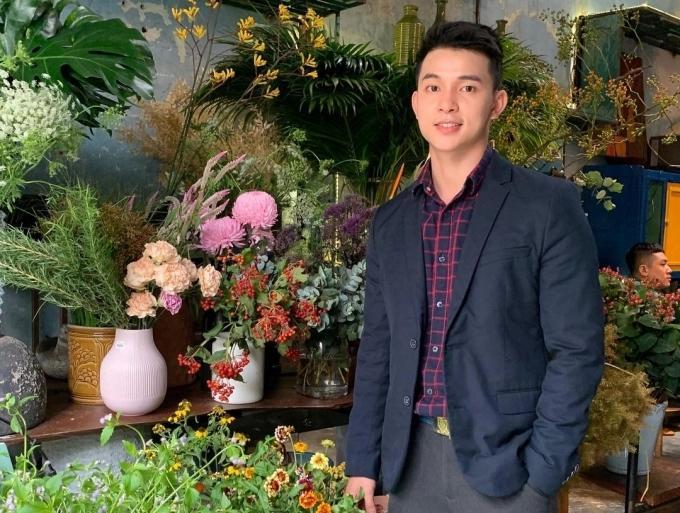 Đến quán cà phê đẹp ở Sài Gòn mà khách chỉ mải ngắm hoa là sao?-2