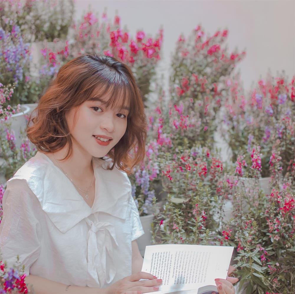 Đến quán cà phê đẹp ở Sài Gòn mà khách chỉ mải ngắm hoa là sao?-5