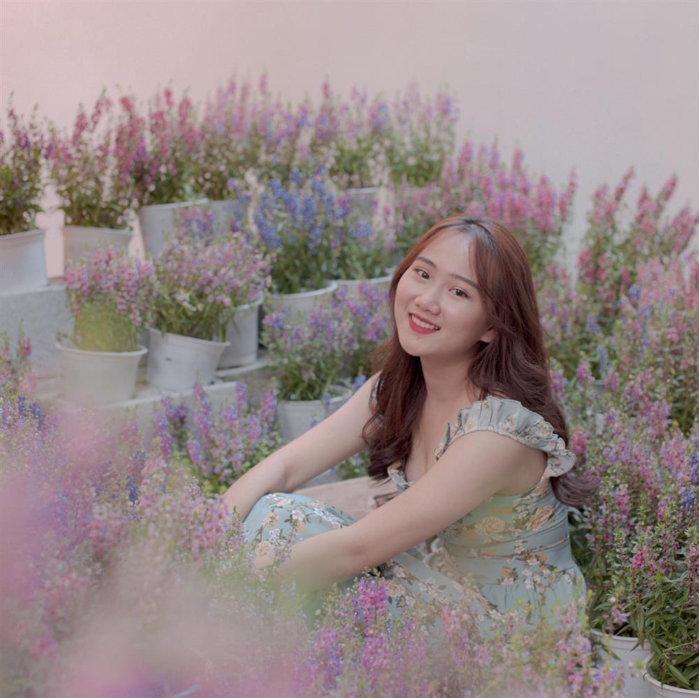 Đến quán cà phê đẹp ở Sài Gòn mà khách chỉ mải ngắm hoa là sao?-6