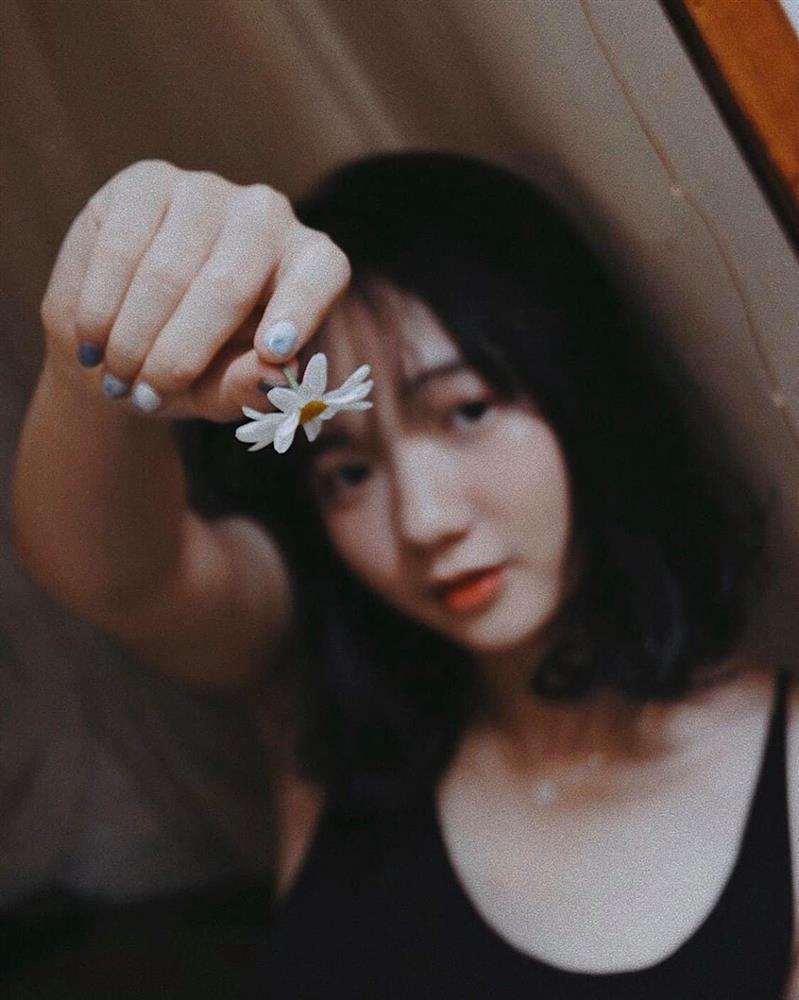 Đến quán cà phê đẹp ở Sài Gòn mà khách chỉ mải ngắm hoa là sao?-16