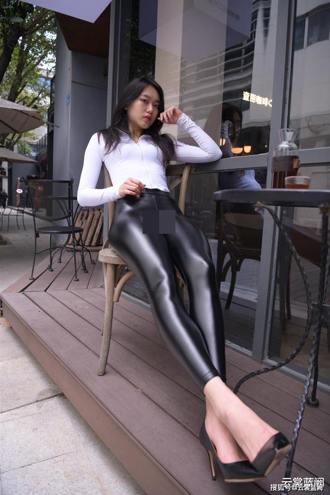 Thảm họa quần bôi mỡ, mặc như không khiến khách hàng muốn dạt hết-2