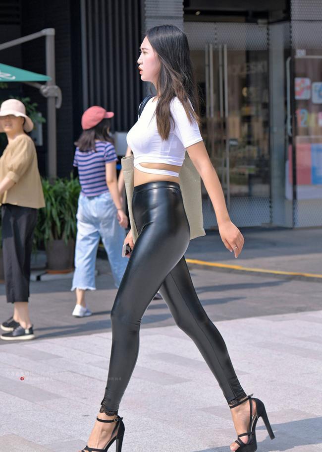 Thảm họa quần bôi mỡ, mặc như không khiến khách hàng muốn dạt hết-4