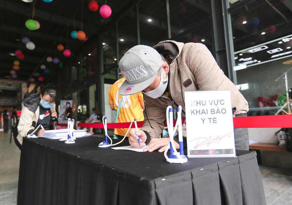 Sốc: Fan nhóm nhạc đông nhất Việt Nam chi tận 2 tỷ chỉ để bắt tay idol-1