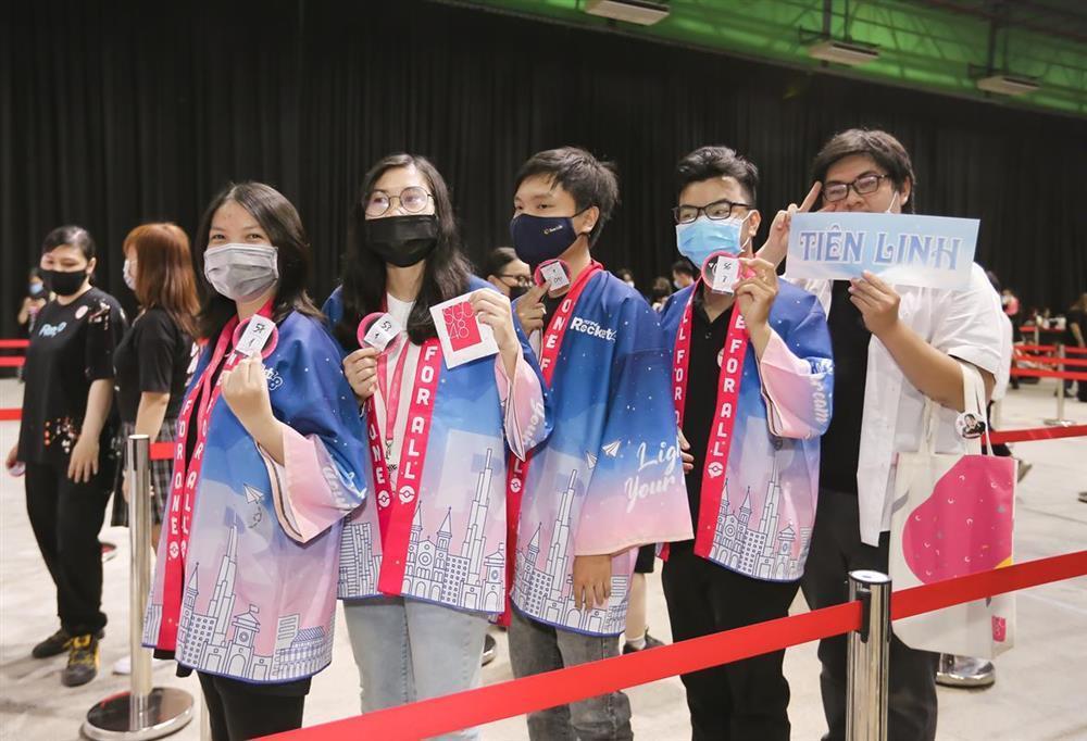 Sốc: Fan nhóm nhạc đông nhất Việt Nam chi tận 2 tỷ chỉ để bắt tay idol-4