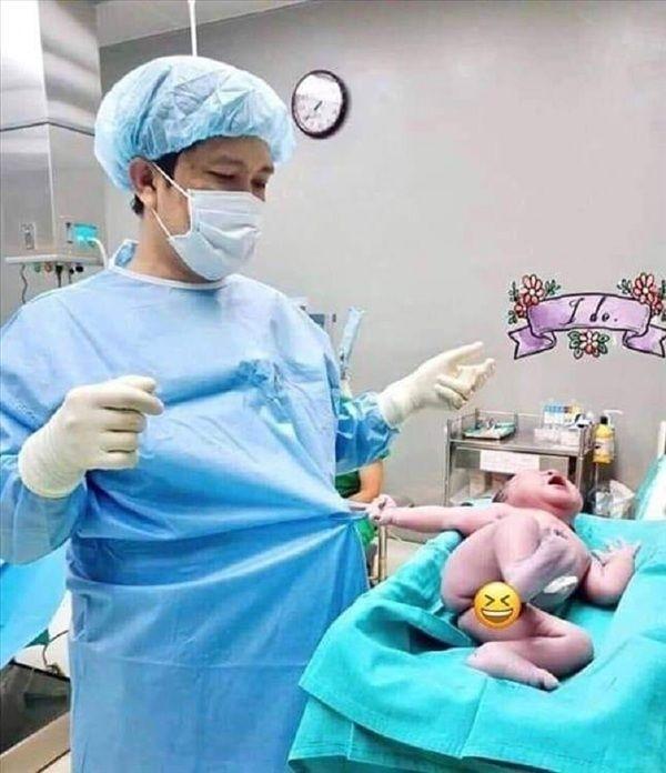 Bé sơ sinh vừa chào đời đã biểu cảm cực hài gây bão mạng-3