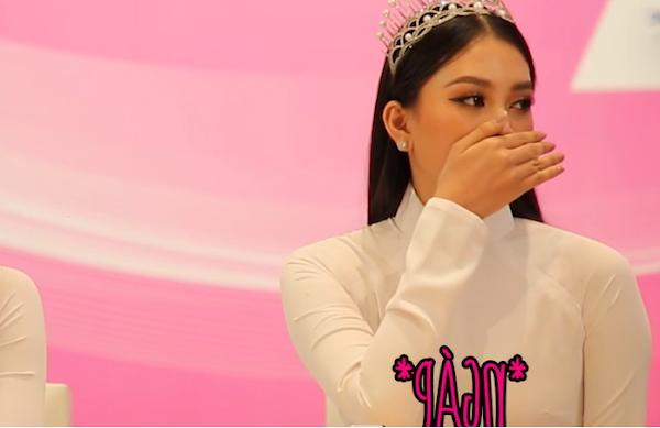 Hoa hậu Tiểu Vy ngồi hớ hênh suýt lộ vùng nhạy cảm-5